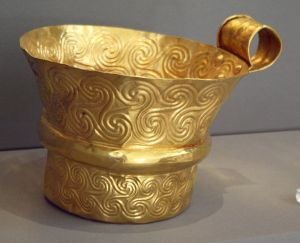 6257_-_Archaeological_Museum,_Athens_-_Gold_cup_from_Mycenae_-_Photo_by_Giovanni_Dall'Orto,_Nov_10_2009